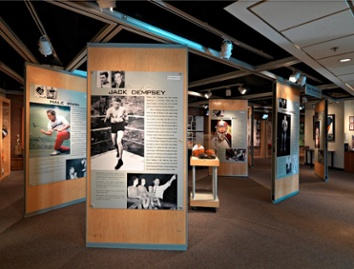 Movable partitions and movable walls tracking systems inside a gallery at the colorado sport hall of fame museum